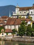 Gebäude der Stadt von Solothurn entlang dem Aare-Fluss Stockfotos