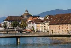 Gebäude der Stadt von Solothurn entlang dem Aare-Fluss Lizenzfreie Stockfotos
