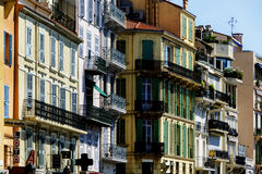Gebäude in der Straße von altem Cannes, Lizenzfreie Stockfotografie