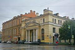 Gebäude der technischen Abteilung in Fontanka-Fluss in St Petersburg, Russland Stockbilder