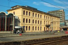 Gebäude des Bahnhofs in Drammen, Norwegen stockfotos