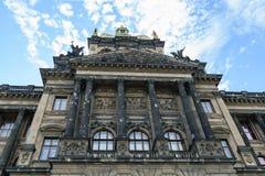Gebäude des Nationalmuseums in Prag Stockfotos