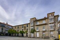 Gebäude des Teucro-Quadrats in der historischen Mitte von Pontevedra stockfoto
