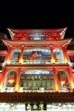 Gebäude des traditionellen Chinesen auf der Qianmen-Straße in Peking Stockbild