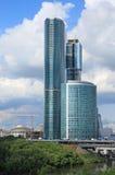 Gebäude des Wolkenkratzers lizenzfreie stockfotos