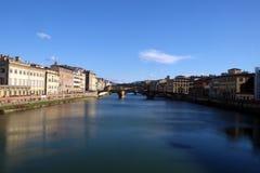 Gebäude, die auf den Arno, Florenz gegenüberstellen stockfoto