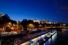 Gebäude durch den Fluss Themse, Lizenzfreie Stockfotografie