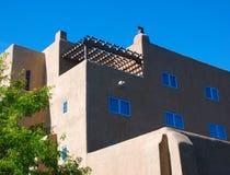 Gebäude-Ecke mit kontrastreichem Stockbilder