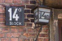 Gebäude-Eingangs-Zeichen des Block-14a in Auschwitz Stockfotos