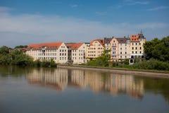 Gebäude entlang dem Donau-Fluss Stockbild