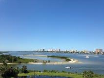 Gebäude entlang Halifax-Fluss in Florida stockfotos
