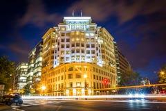 Gebäude an h-Straße und Connecticut-Allee nachts, in Washin Stockfotografie