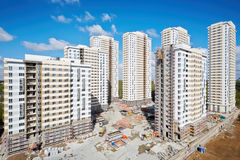 Gebäude im Bau des Wohnkomplexes Lizenzfreies Stockbild