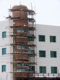 Gebäude im Baugerüst stockfotografie