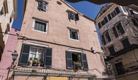 Gebäude im Hafengebiet von Korfu in der Hauptstadt begrüßt Kreuzfahrtschiffe Stockbilder