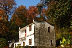 Gebäude in Jiangwan-Dorf im Herbst Stockbilder
