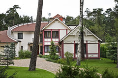Gebäude in Jurmala-Stadt lettland lizenzfreie stockfotografie