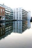 Gebäude am Kanal Stockfoto