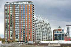 Gebäude am Manchester-Schiffskanal und Salford-Hafenviertel in Großbritannien lizenzfreie stockfotografie