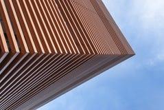Gebäude mit brauner Fassade in der Perspektive stockbilder