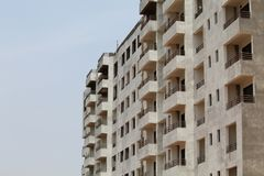 Gebäude mit der zwei viele Ebenen-Seitenansicht Lizenzfreie Stockbilder