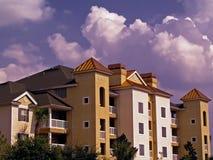 Gebäude mit Himmel Lizenzfreie Stockbilder