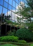 Gebäude mit Reflexion Stockfotos