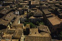 Gebäude mit roten Dächern in Lucca, Italien lizenzfreie stockfotografie