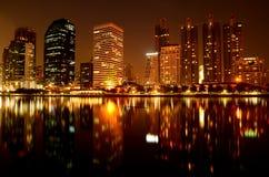 Gebäude nachts. Lizenzfreie Stockfotos