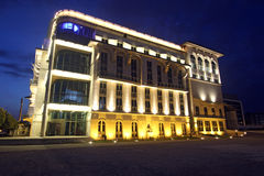 Gebäude nachts in Budapest Stockfotos