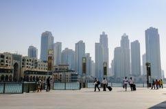 Gebäude nahe Burj Khalifa Stockfoto