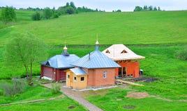 Gebäude nahe der Quelle von St. Nikita in Pereslavl-Zalesskiy, Russland Lizenzfreie Stockfotografie