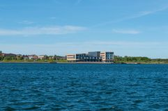Gebäude nahe der Ufergegend in Aalborg Dänemark Lizenzfreies Stockbild