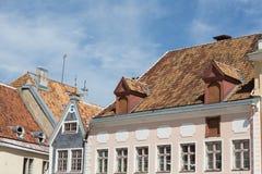 Gebäude in Tallinn-` s Marktplatz lizenzfreie stockfotos