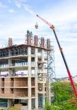 Gebäude und Bauarbeiter Lizenzfreies Stockfoto