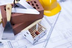 Gebäude und Baugeräte lizenzfreies stockbild
