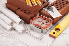 Gebäude- und Baugeräte und Hauptbaumuster stockfotos