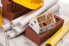 Gebäude und Baugerätnahaufnahme Stockbild