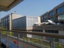 Gebäude und Geländer Stockfotos