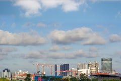 Gebäude und KranBaustelle Lizenzfreie Stockfotografie