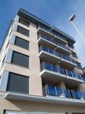 Gebäude und Laternenpfahl Stockbild