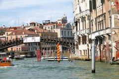 Gebäude und Ponte-dell'Accademia in Venedig, Italien Lizenzfreie Stockbilder