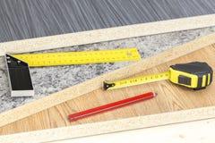 Gebäude und Projektwerkzeugkonzept Zimmereiwerkzeuge lizenzfreie stockbilder