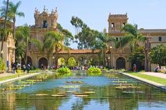Gebäude und reflektierender Teich, San Diego Lizenzfreies Stockfoto