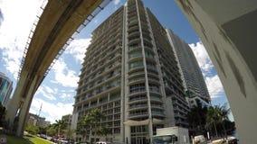Gebäude und Rillenschienen obenliegend in Miami stock video footage