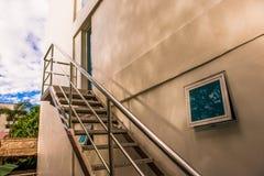 Gebäude und Schatten in der Weinleseart Lizenzfreies Stockfoto