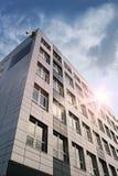 Gebäude und Sonne Stockfotografie