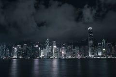 Gebäude in Victoria beherbergten Hong Kong-Stadt nachts stockbilder