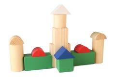 Gebäude von den hölzernen Würfeln des Spielzeugs Stockfotografie