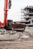 Gebäudeabbruch durch Maschinerie für Neubau Stockbilder
